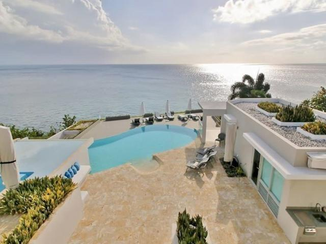 This exclusive and private seven-bedroom villa is set on a private oceanfront landscape on the island. It includes a private theater room, two jacuzzis, central air conditioning, a game room, a gym, a business center, two exterior kitchens and a fully stocked premium bar. Oh, and an infinity pool.<span>Check it out</span>.