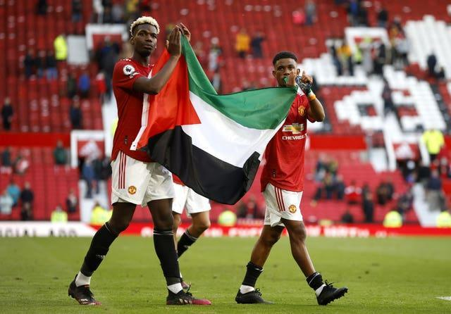 Paul Pogba (left) and Amad Diallo hold up the flag of Palestine