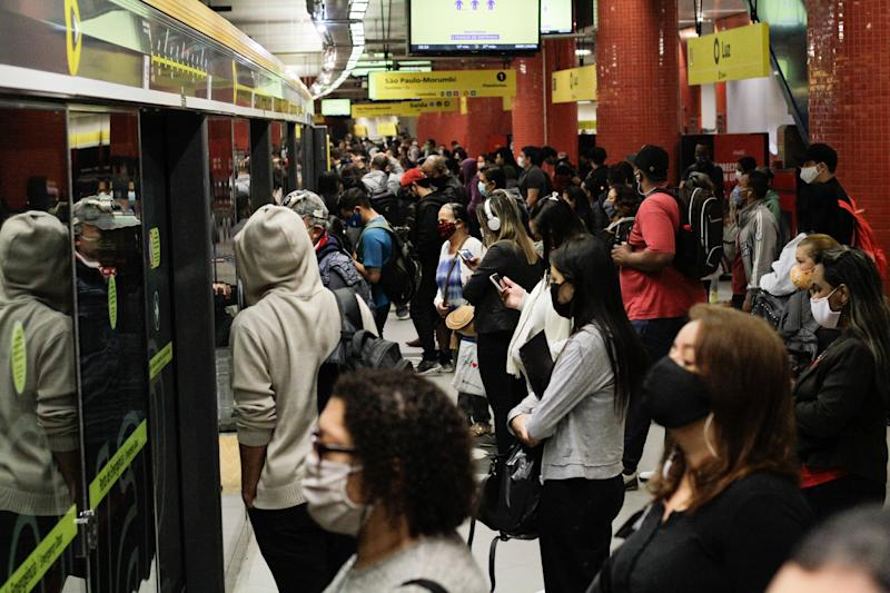 People at a public transport, in Sao Paulo, Brazil, on May 19, 2020 during the coronavirus emergency. (Photo by Fabio Vieira/FotoRua/NurPhoto via Getty Images)