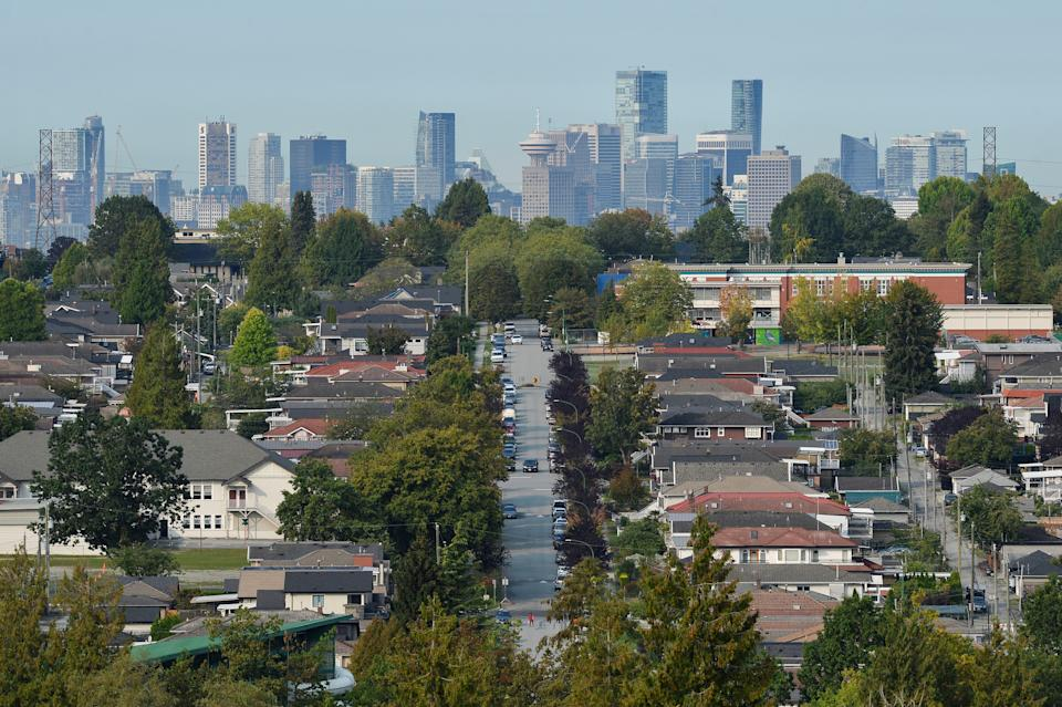 Single family homes are seen against the skyline of Vancouver, British Columbia, Canada September 30, 2020. REUTERS/Jennifer Gauthier
