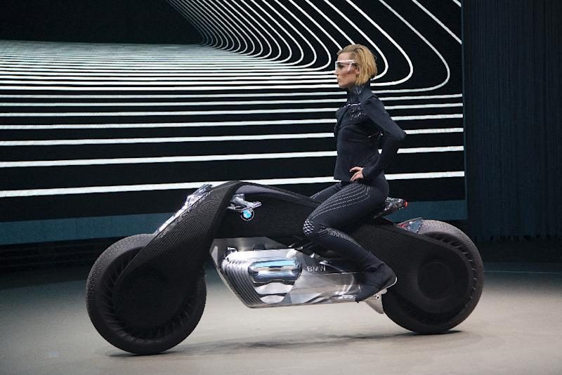 The self-balancing BMW Motorrad VISION NEXT 100 concept motorcycle is unveiled on the last of four international stops of the 'Iconic Impulses' event, celebrating 100 years of BMW, in Santa Monica, California, on October 11, 2016 (AFP Photo/David McNew)
