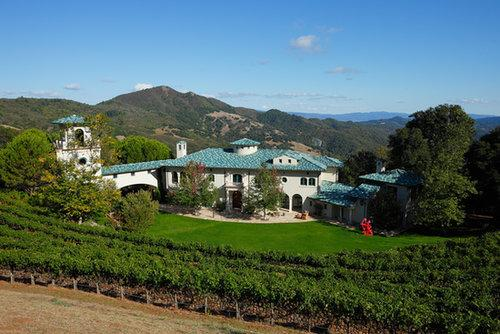 Sure, it looks like Tuscany, Italy, but Robin's California estate is nestled in the Mayacamas Mountains between Napa and Sonoma Valleys.  Source: Property listing by Joyce Rey and Cyd Greer for Coldwell Bankers Previews International
