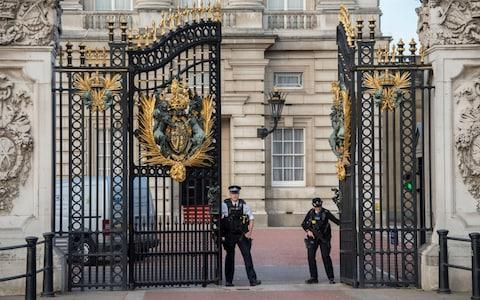 Buckingham Palace on Saturday morning - Credit: Paul Grover for the Telegraph