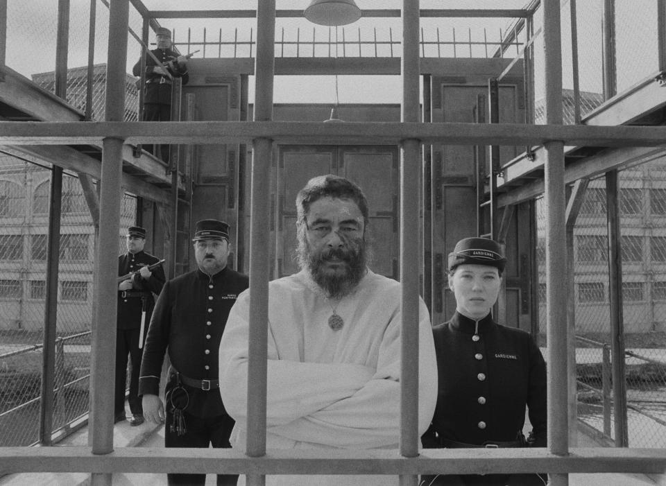 """This image released by Searchlight Pictures shows Benicio del Toro, center, and Lea Seydoux a scene from """"The French Dispatch."""" (Searchlight Pictures via AP)"""