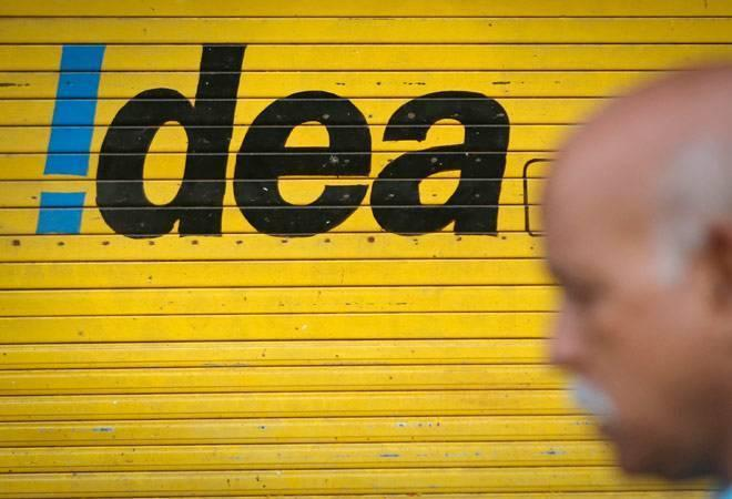 Idea Cellular and Vodafone are joining hands to give Reliance Jio a  tough fight in the ongoing tariff war, and also in the 4G phone market. T