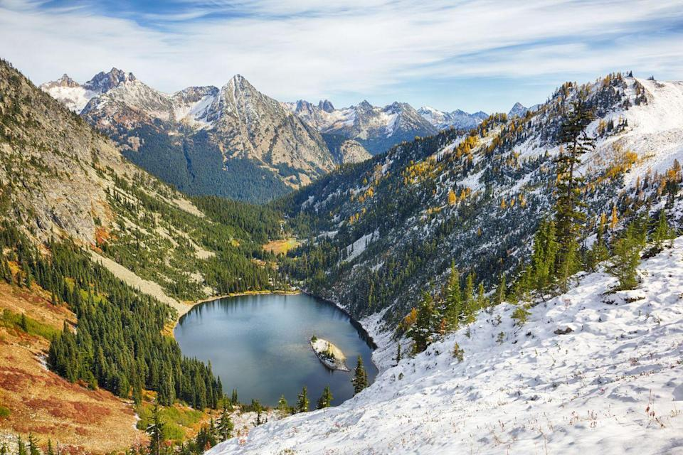"""<p>Lake Ann is an optional stop on <a href=""""https://www.washingtonhometown.com/blog/maple-pass"""" rel=""""nofollow noopener"""" target=""""_blank"""" data-ylk=""""slk:the Maple Pass Loop"""" class=""""link rapid-noclick-resp"""">the Maple Pass Loop</a>—a beautiful autumnal hiking trail that runs through the Cascade Mountains in Washington. The trail is rated as moderately difficult, so it's best saved for the more avid hikers, but the elevated view of the water mixed with bronze colors of fall can't be beat.</p>"""
