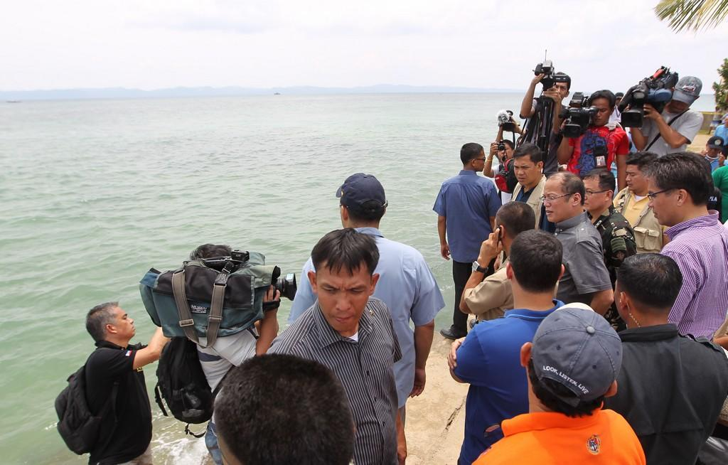 President Benigno S. Aquino III personally oversees the on-going search and rescue operations for Interior and Local Government Secretary Jesse Robredo, pilot Captain Jessup Bahinting and Nepalese co-pilot Kshitiz Chand, who are still missing from the plane crashed during his visit to the Province of Masbate on Sunday (August 19). On Saturday, the five-seater Piper Seneca aircraft carrying the three along with survivor Sr. Insp. Jun Abrasado, tried to make an emergency landing at the Masbate Airport but crashed in the sea near the province coast. Accompanying the President are Transportation and Communications Secretary Manuel Roxas II, Defense Secretary Voltaire Gazmin and Budget Secretary Florencio Abad. (MPB / NPPA Images)