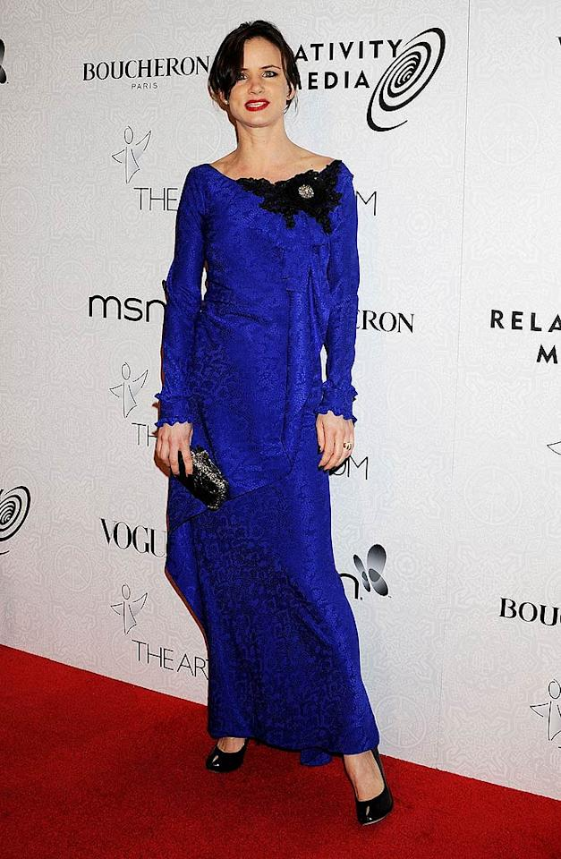 """Last time we checked, Juliette Lewis was 36, not 63 ... not that we'd expect women of any age to wear wrinkled royal blue curtains. Jeffrey Mayer/<a href=""""http://www.wireimage.com"""" target=""""new"""">WireImage.com</a> - January 16, 2010"""