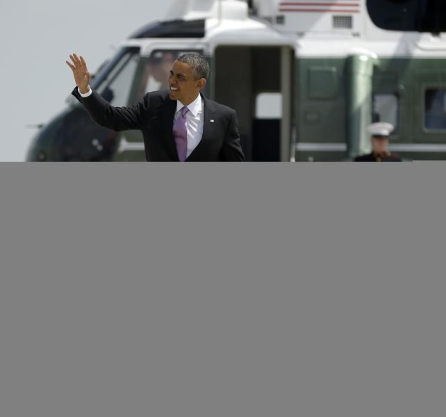 President Barack Obama waves as he walks across the tarmac before boarding Air Force One befor his departure from O'Hare International Airport in Chicago, Thursday, May 30, 2013. Obama traveled to Chicago for two fundraisers to raise money for the Democratic Congressional Campaign Committee (DCCC). (AP Photo/Pablo Martinez Monsivais)