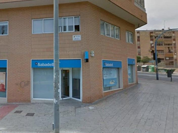 The attempted robbery reportedly took place at a Sabadell Bank branch in Alicante (Google Maps)