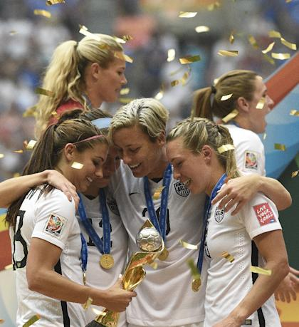 From left, the USA's Alex Morgan, Lauren Holiday, Abby Wambach and Whitney Engen with the trophy after their victory in the final over Japan in the 2015 FIFA Women's World Cup at the BC Place Stadium in Vancouver on July 5, 2015 (AFP Photo/Franck Fife )