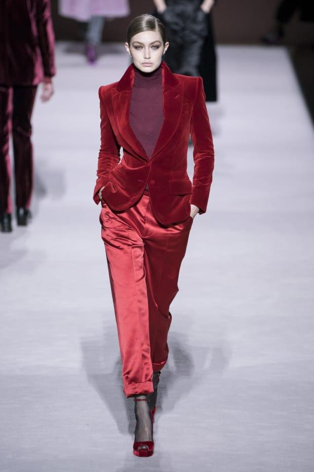 de8cbcfab Tom Ford Takes Us Back to His '90s Heyday for Fall 2019