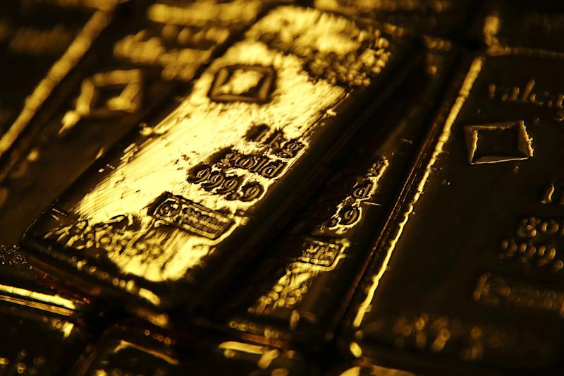 As Fed Rethinks Path for Rates, Gold's Poised to Jump in `19