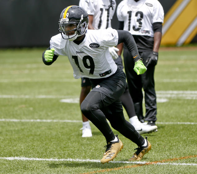 Pittsburgh Steelers wide receiver JuJu Smith-Schuster (19) runs a pass route during an NFL football practice, Tuesday, June 12, 2018, in Pittsburgh. (AP Photo/Keith Srakocic)