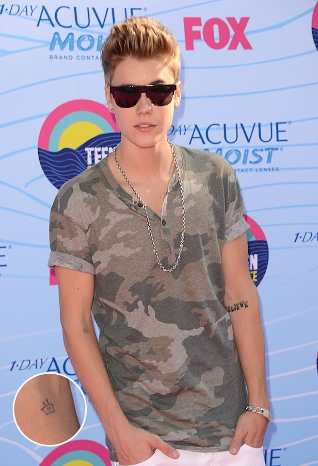 UNIVERSAL CITY, CA - JULY 22:  Singer Justin Bieber arrives at the 2012 Teen Choice Awards at Gibson Amphitheatre on July 22, 2012 in Universal City, California.  (Photo by Jason Merritt/Getty Images)