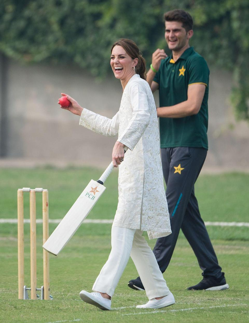 <p>A Cambridge royal tour wouldn't be complete without a little competition. Here's Kate trying her hand at cricket.</p>