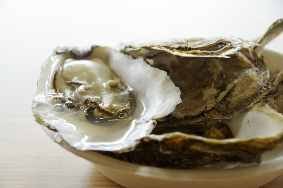 Cooking using oysters harvested at Lake Akkeshi