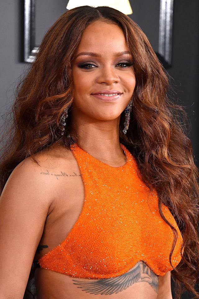 <p>Sleek roots and cascading curls formed with an easygoing texture agree with Rihanna.  <span></span></p>