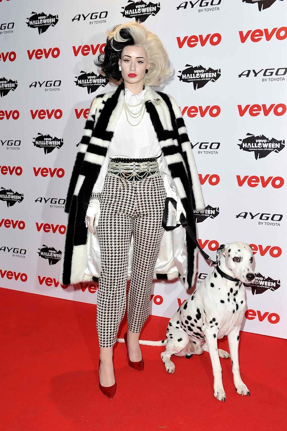 """<strong>Iggy Azalea as Cruella de Ville</strong><br><br>No dalmatians were harmed in the making of this 2016 Iggy Azalea Cruella de Ville costume. Actually, though, that outfit is very chic, and should be worn again.<span class=""""copyright"""">Gareth Cattermole/Getty Images</span>"""