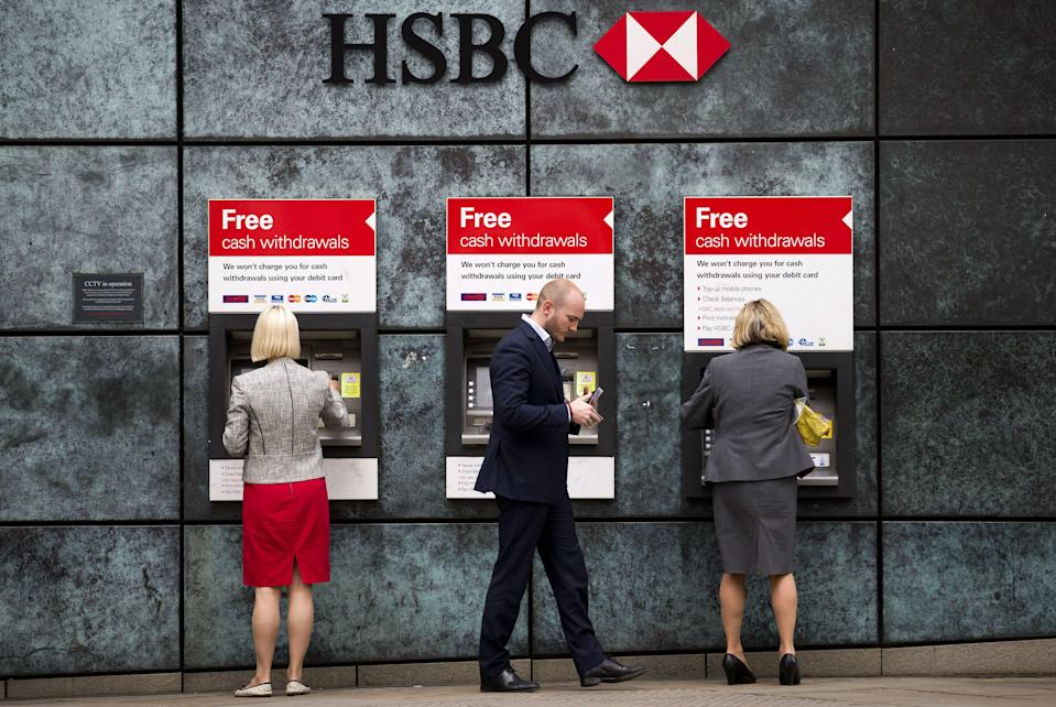Customers us ATM cashpoints outside a HSBC bank branch in London. Photo: JUSTIN TALLIS/AFP/Getty Images