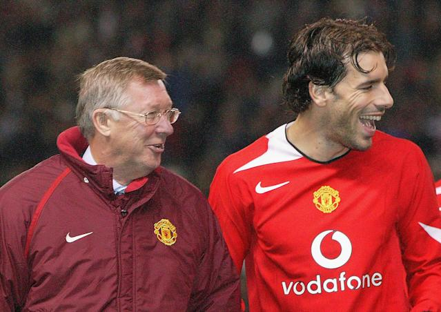 MANCHESTER, ENGLAND - NOVEMBER 23: Manager Sir Alex Ferguson and Ruud van Nistelrooy of Manchester United share a joke prior to kick off, of the UEFA Champions League match between Manchester United and Olympique Lyonnais at Old Trafford on November 23, 2004 in Manchester, England. (Photo by Tom Purslow/Manchester United via Getty Images)