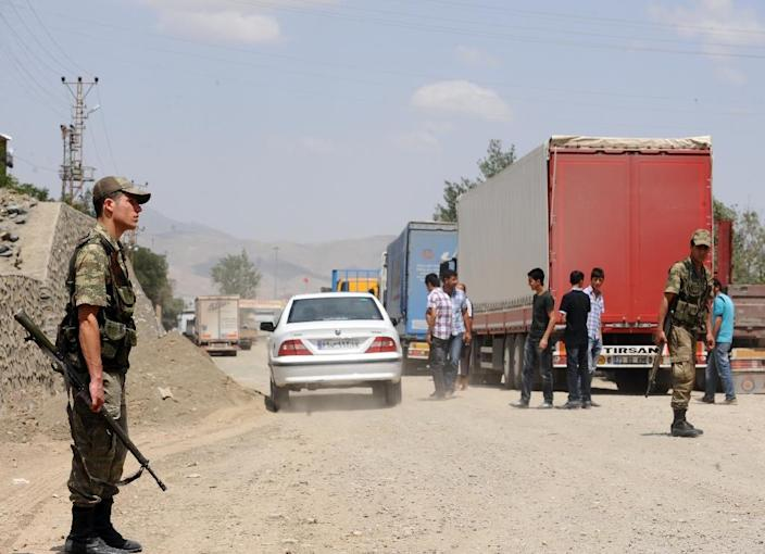 A Turkish soldier stands guard at the Esendere border gate, between Turkey and Iran (AFP Photo/Bulent Kilic)
