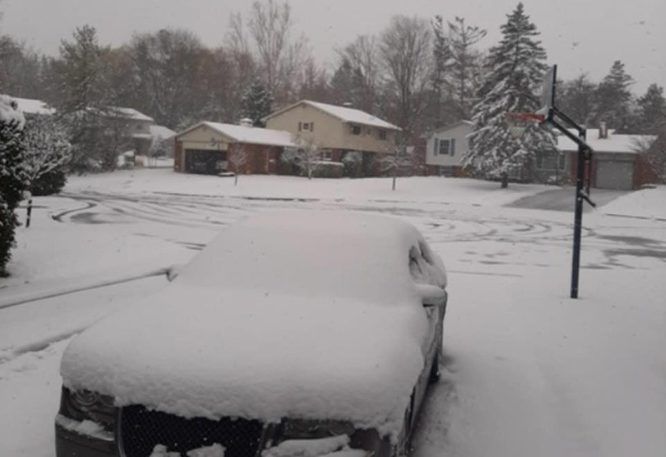 Snow complicates travel in Ontario, ice pellets and rain possible