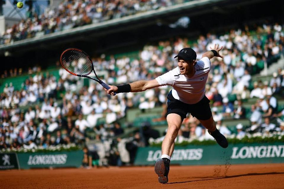 Britain's Andy Murray returns the ball to Japan's Kei Nishikori during their match at the French Open in Paris (AFP Photo/CHRISTOPHE SIMON)