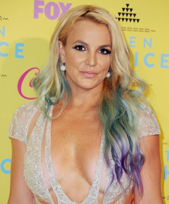 <p>Brit jumped on the mermaid hair bandwagon in August at the Teen Choice Awards. (Photo: Getty Images)</p>