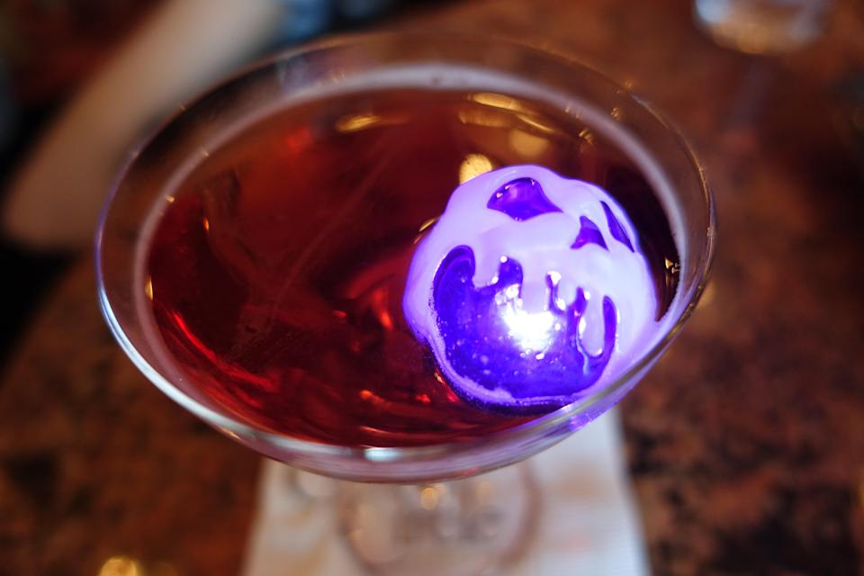 <span>Poison Apple-tini from the </span><span>Hollywood Lounge. </span>Photo credit: Angela Kim / Yahoo Lifestyle