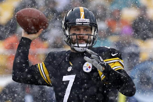 In the falling snow, Pittsburgh Steelers quarterback Ben Roethlisberger (7) throws a pass during the first quarter of an NFL football game against the Miami Dolphins in Pittsburgh, Sunday, Dec. 8, 2013. (AP Photo/Tom E. Puskar)