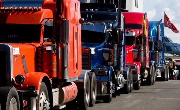 North Dakota is offering Manitoba truck drivers the opportunity to get vaccinated in the United States. The president of the B.C. Trucking Association says he is speaking with officials in Washington to try to set up a similar program for B.C. drivers. (THE CANADIAN PRESS/Darryl Dyck - image credit)