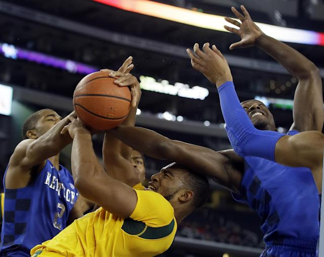 Kentucky's Aaron Harrison (2) and Julius Randle, right, fights for a rebound against Baylor's Rico Gathers, center, in the first half of an NCAA college basketball game, Friday, Dec. 6, 2013, in Arlington, Texas. (AP Photo/Tony Gutierrez)