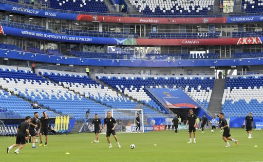 Urugay's players exercise during Uruguay's official training on the eve of the group A match between Russia and Uruguay at the 2018 soccer World Cup at the Samara Arena in Samara, Russia, Sunday, June 24, 2018. (AP Photo/Martin Meissner)