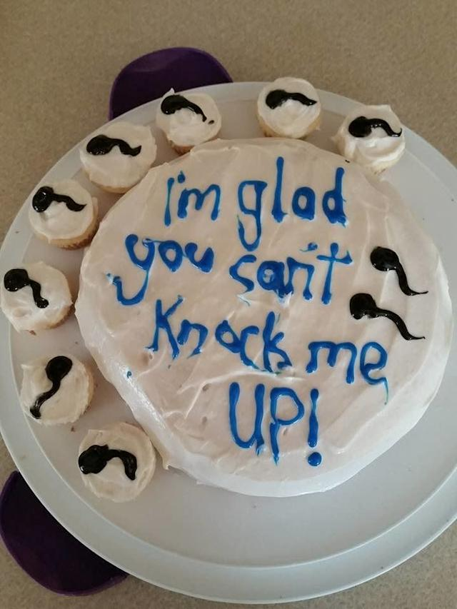 The day before her husband's vasectomy appointment, Amber Cole made himthis funny cake.
