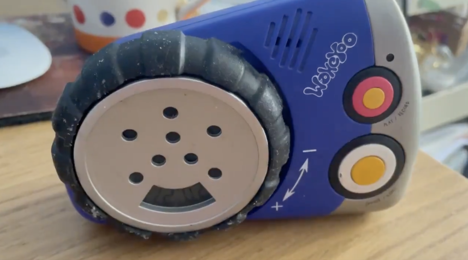 The man discovered his late mother's voice on the 23-year-old WakeYoo alarm clock. Source: Twitter/@edmorrish
