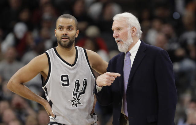Gregg Popovich was among the speakers at Tony Parker's jersey retirement ceremony. (AP Foto/Eric Gay, Archivo)