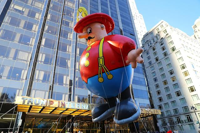 <p>The Harold the Policeman novelty balloon floats in the 91st Macy's Thanksgiving Day Parade in New York, Nov. 23, 2017. (Photo: Gordon Donovan/Yahoo News) </p>