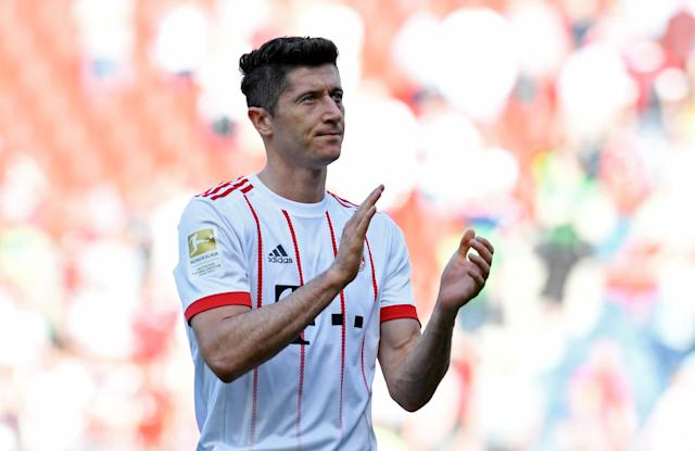 Soccer Football - Bundesliga - Hannover 96 vs Bayern Munich - HDI-Arena, Hanover, Germany - April 21, 2018 Bayern Munich's Robert Lewandowski applauds the fans at the end of the match REUTERS/Fabian Bimmer DFL RULES TO LIMIT THE ONLINE USAGE DURING MATCH TIME TO 15 PICTURES PER GAME. IMAGE SEQUENCES TO SIMULATE VIDEO IS NOT ALLOWED AT ANY TIME. FOR FURTHER QUERIES PLEASE CONTACT DFL DIRECTLY AT + 49 69 650050