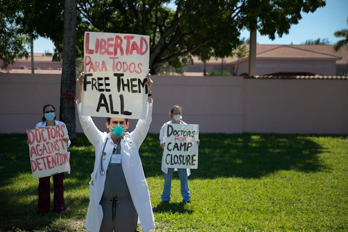 Physicians protested May 1 outside the Broward Transitional Center in Pompano Beach, Florida, to demand that Immigration and Customs Enforcement release people from the facility. (Photo: Joe Raedle via Getty Images)