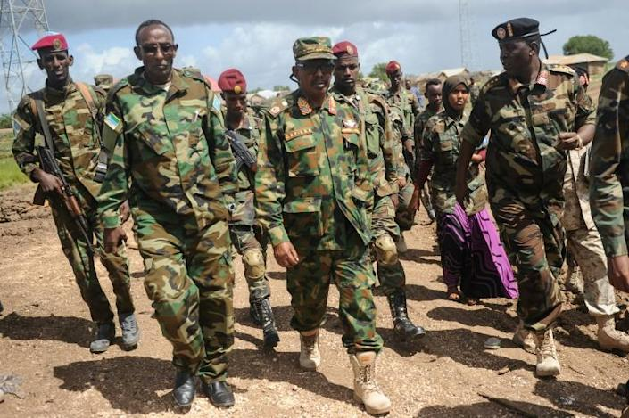 Somali military chief General Abdiweli Jama Gorod (C) visits Sanguuni military base, where a US special operations soldier was killed by a mortar attack in June 2018 (AFP Photo/Mohamed ABDIWAHAB )