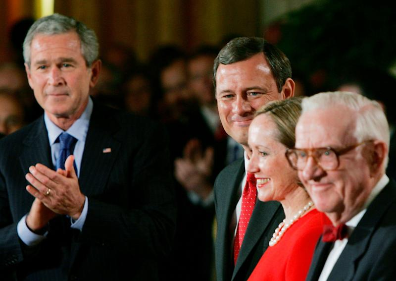 Stevens, then thesenior justice on the court, waits at the White House to swear in John Roberts as chief justice of the U.S. Supreme Court in 2005. (Photo: Win McNamee via Getty Images)