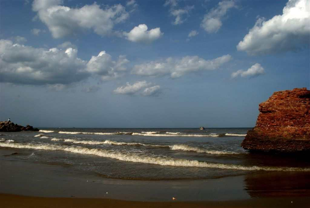 "<p><strong>Enchanting Seasides: Tranquebar</strong> (<a title=""Tranquebar"" href=""http://in.lifestyle.yahoo.com/photos/tranquebar-where-time-and-tide-dance-in-step-slideshow/"" target=""_blank"">More photos</a>)<br />Standing by the sea, all alone in the morning, I watched the sun make its date with dawn. I reconnected with myself on the shores of <a title=""Coromandel Trail - Tranquebar"" href=""http://in.lifestyle.yahoo.com/coromandel-diaries---following-the-danish-trail-to-tranquebar.html"" target=""_blank"">Tranquebar</a>. There is something that is soothing in the constant flow and ebb of waves. Tranquebar is all about the sound of waves, going by its local name, Tharangambadi. You may travel solo or as a couple, but the little town with a single street is where a long-lasting affair with life begins.</p>"