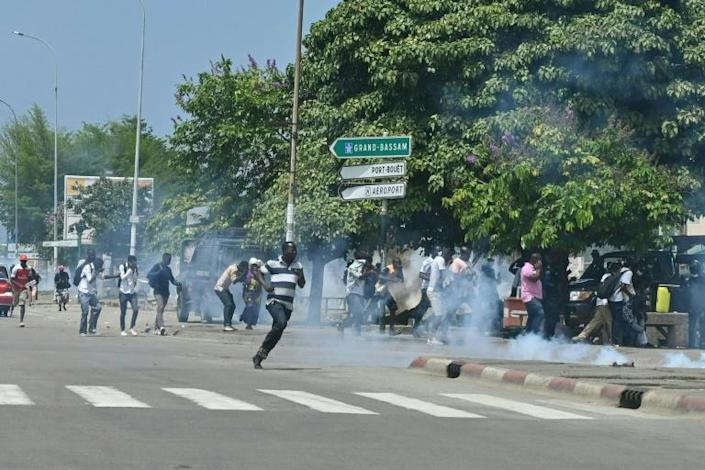 Riot police used tear gas to disperse Gbagbo supporters on Thursday