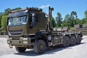MULTILIFT ULT21Z.59+SC on IVECO truck front view
