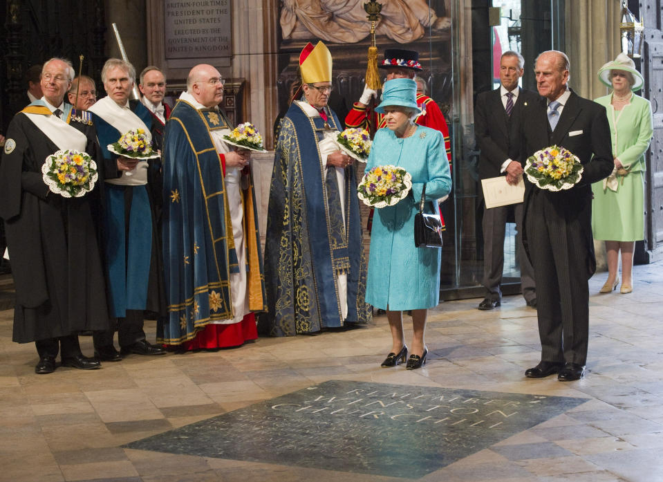 Britain's Queen Elizabeth and her husband Prince Philip pause at the grave of the unknown warrior during a Maundy Service on her 85th birthday at Westminster Abbey in London April 21, 2011.  REUTERS/Arthur Edwards/Pool (BRITAIN - Tags: ROYALS RELIGION SOCIETY)