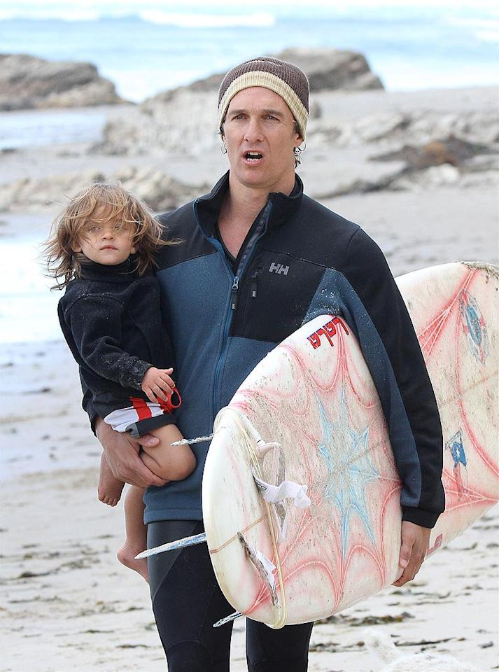 """Although it was unseasonably chilly, that didn't keep Matthew McConaughey and his cute son Levi from hitting up a Malibu beach on Sunday. Looks like Levi's going to be a surfer dude just like his dad! Momo-Andre/<a href=""""http://www.x17online.com"""" target=""""new"""">X17 Online</a> - May 23, 2010"""