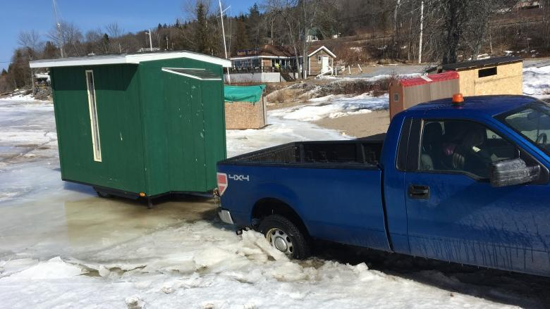 Pack up the shack, province tells ice fishermen