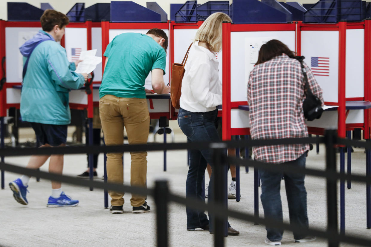 Early voting in Ohio. (Photo: John Minchillo/AP)