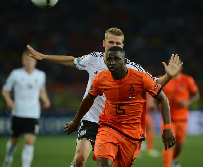 Dutch defender Jetro Willems (Front) eyes the ball during the Euro 2012 championships football match the Netherlands vs Germany on June 13, 2012 at the Metalist Stadium in Kharkiv. Germany won 2-1.     AFP PHOTO/ PATRIK STOLLARZPATRIK STOLLARZ/AFP/GettyImages